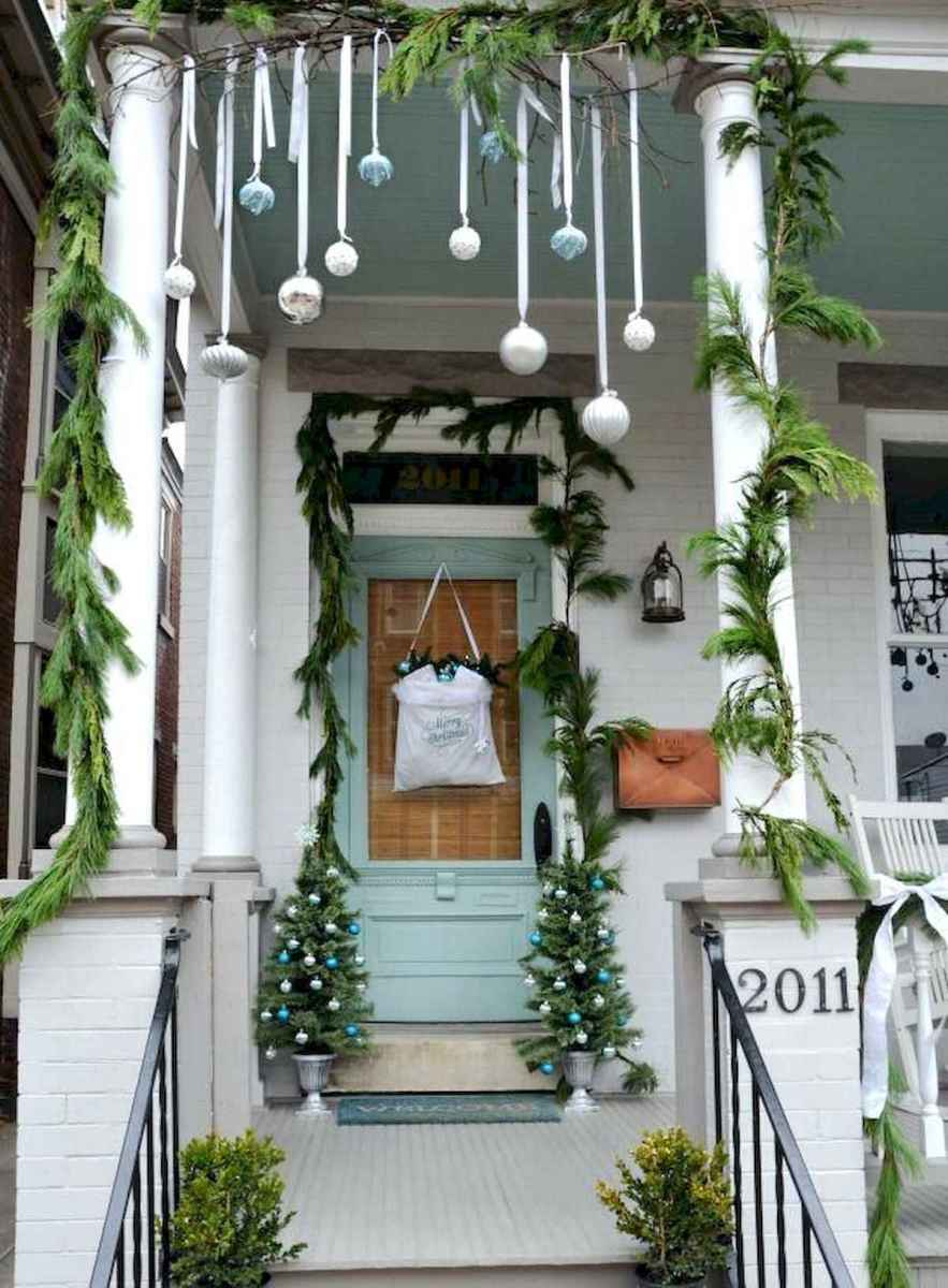 50 Christmas Front Porch Decor Ideas And Makeover (21)