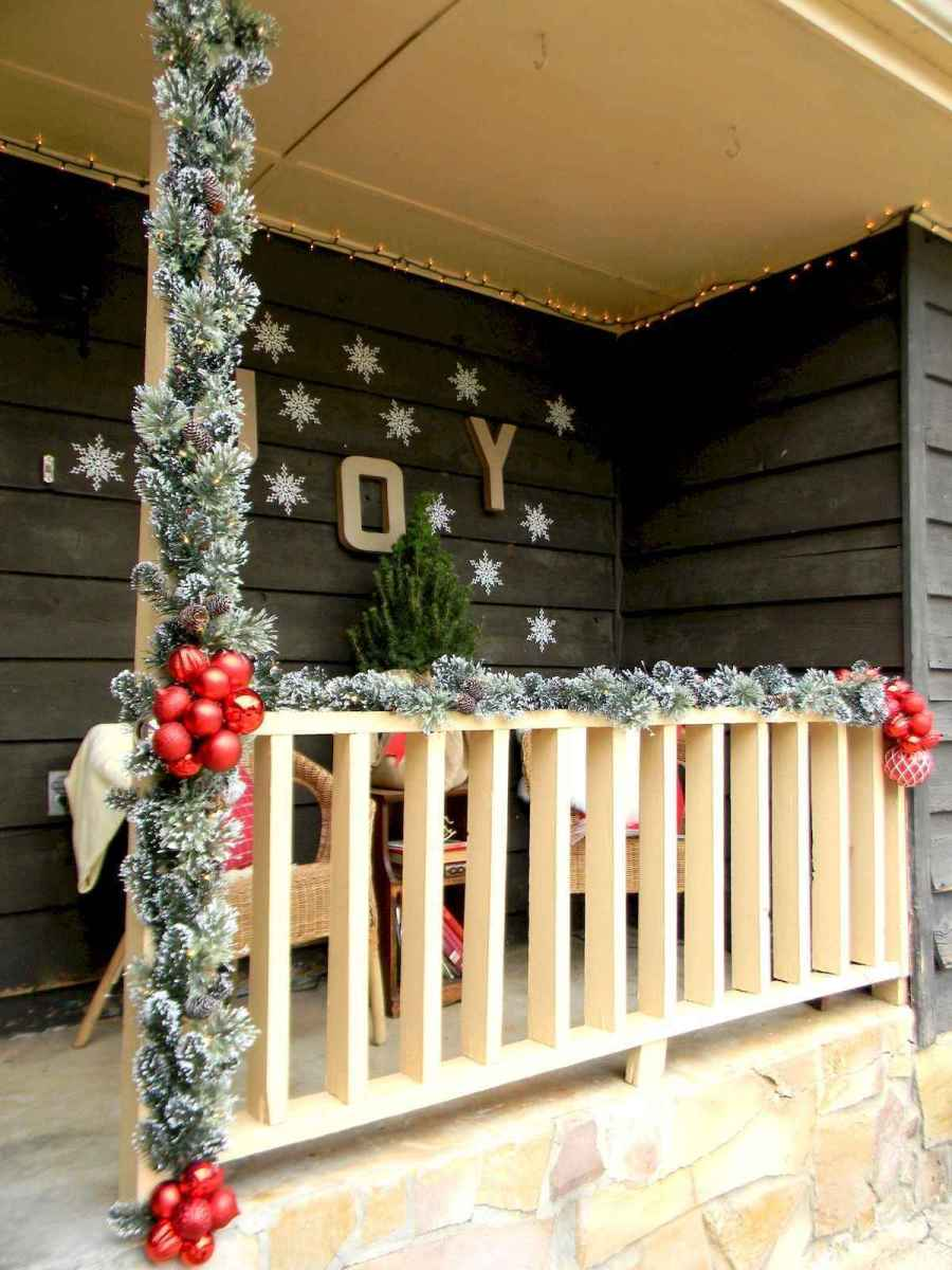 50 Christmas Front Porch Decor Ideas And Makeover (35)