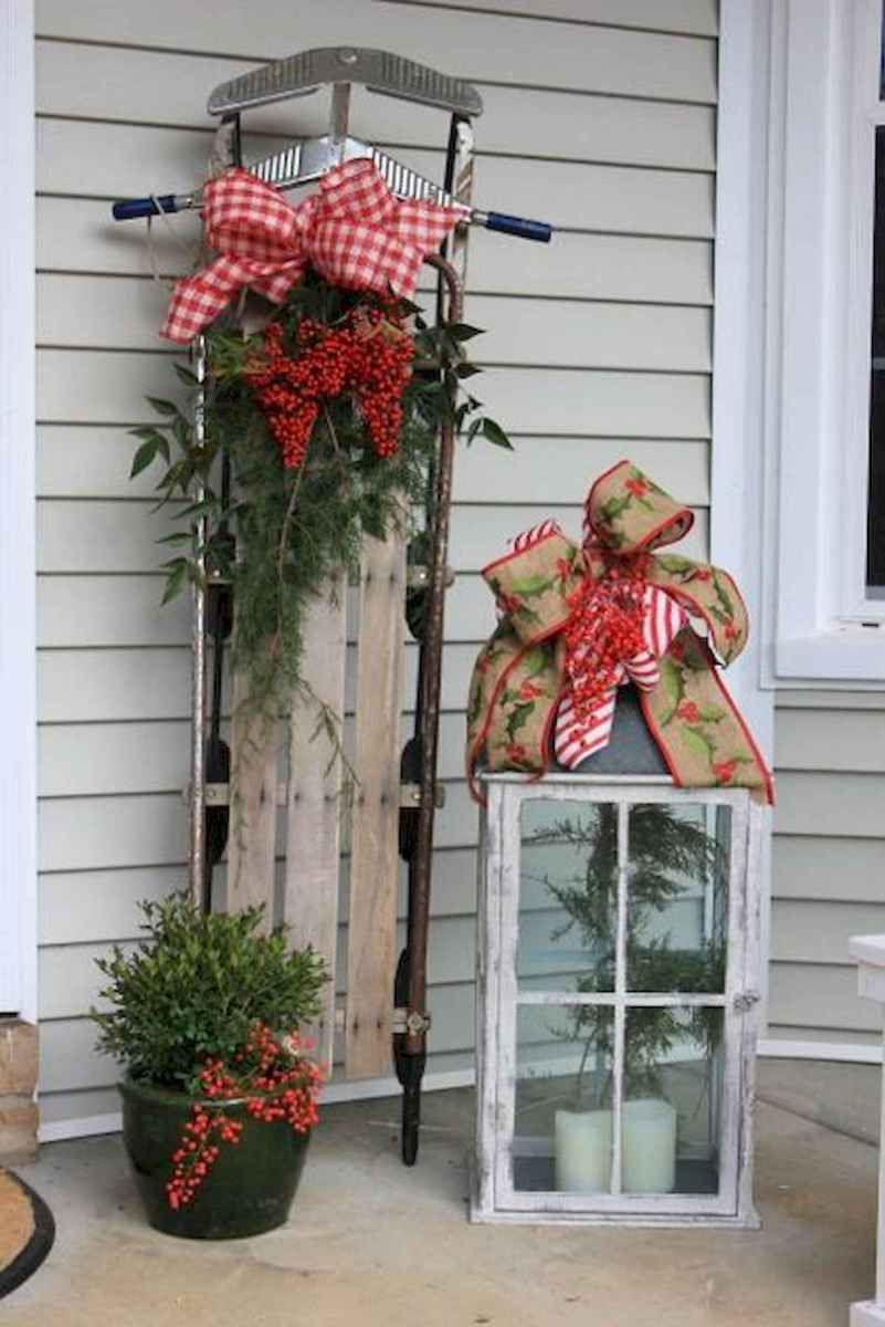 50 Christmas Front Porch Decor Ideas And Makeover (39)