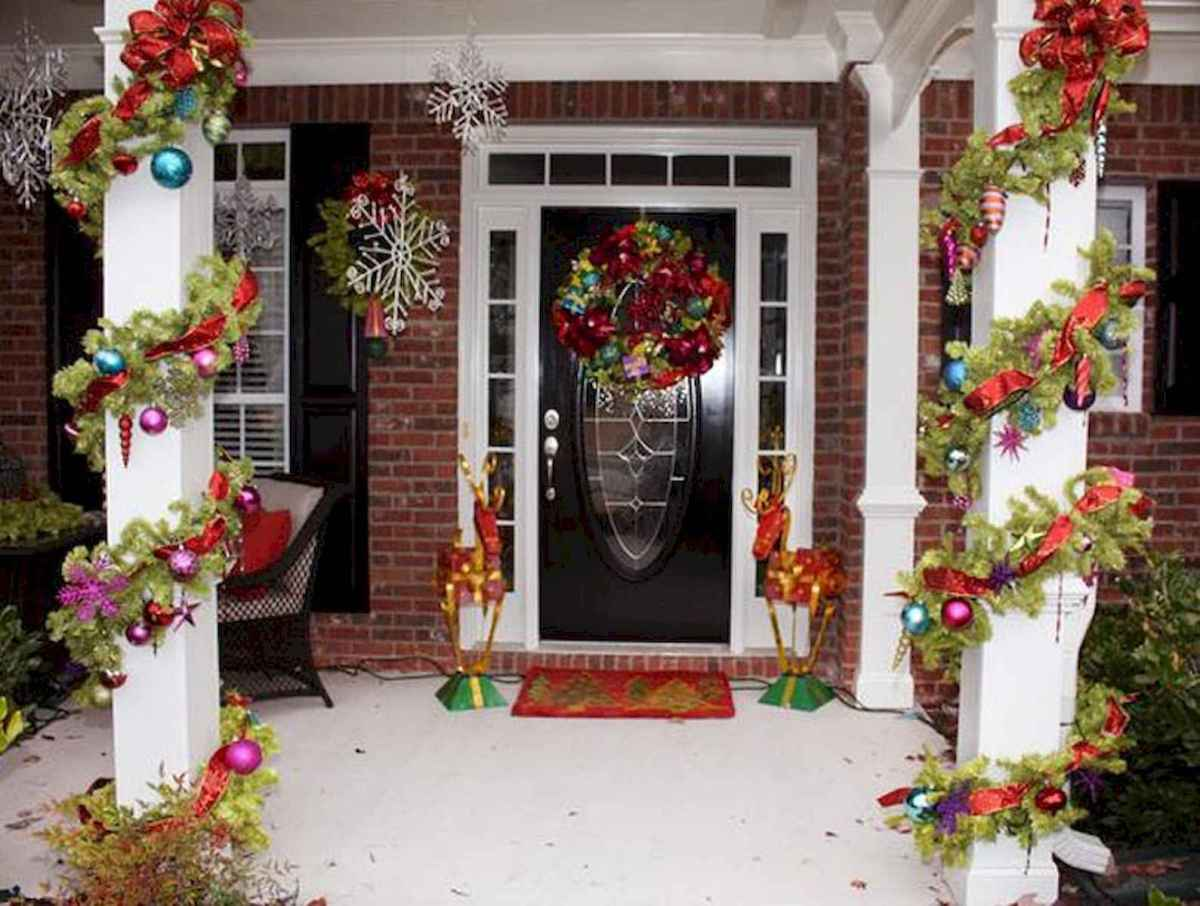 50 Christmas Front Porch Decor Ideas And Makeover (42)