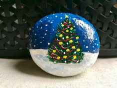 50 Easy DIY Christmas Painted Rock Design Ideas (7)