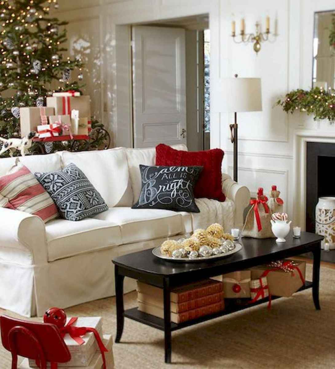 60 Best Farmhouse Christmas Decorating Ideas And Makeover (10)