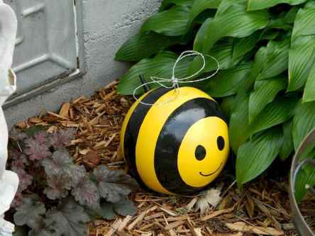 24 Beautiful DIY Garden Ball Ideas (5)