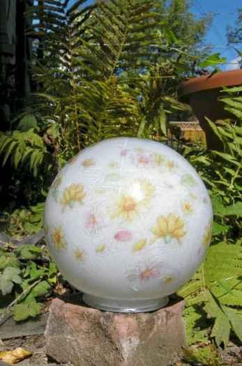 24 Beautiful DIY Garden Ball Ideas (9)