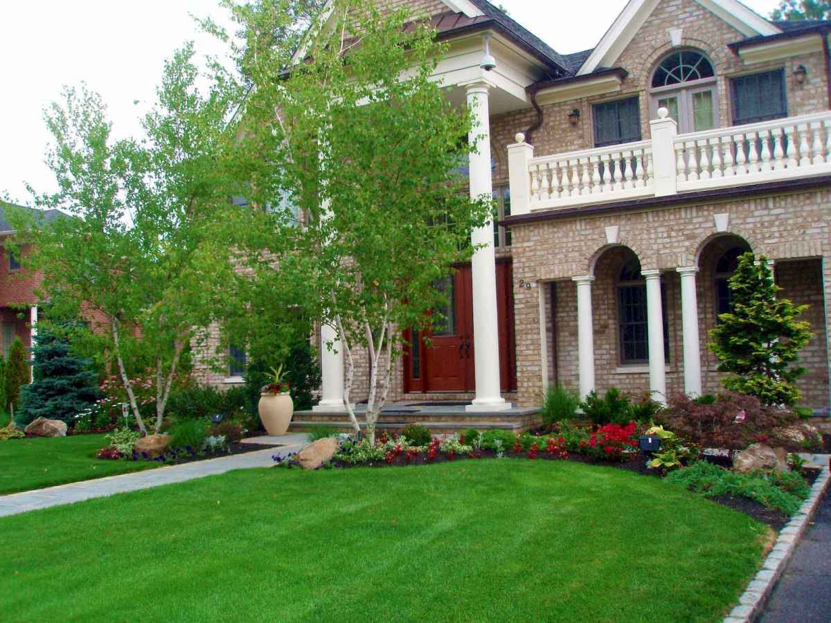 40 Inspiring Front Yard Landscaping Ideas (11)