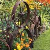 40 Unique Garden Fence Decoration Ideas (20)
