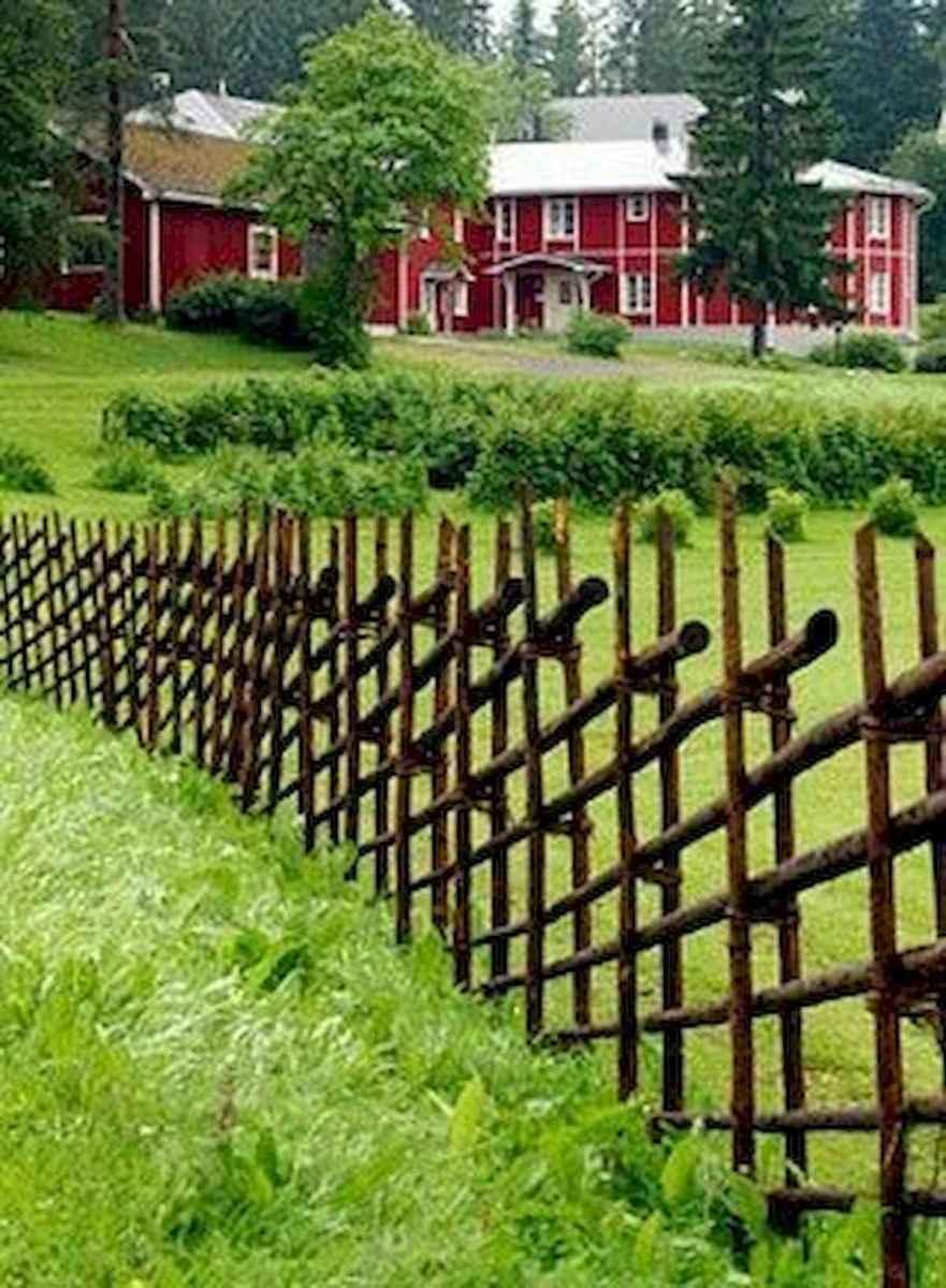 40 Unique Garden Fence Decoration Ideas (22)