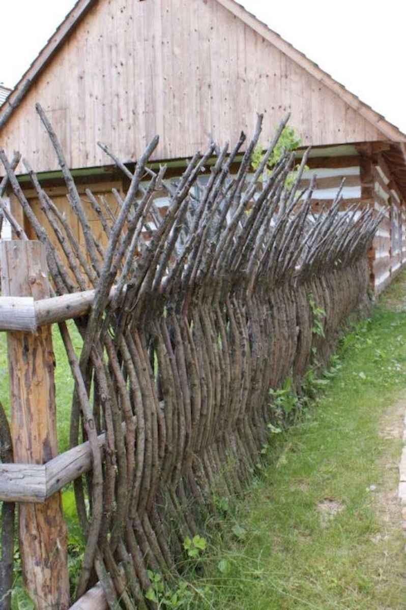 40 Unique Garden Fence Decoration Ideas (25)