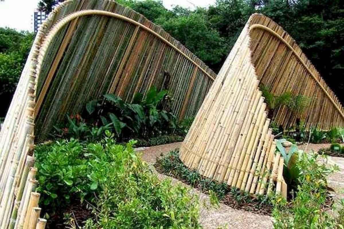 40 Unique Garden Fence Decoration Ideas (28)