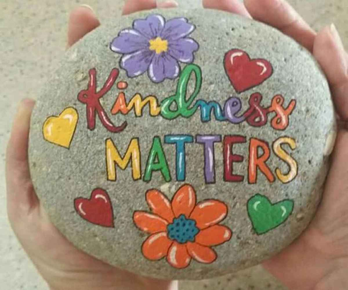 25 Gorgeous Painted Rocks Valentines Day Ideas (10)