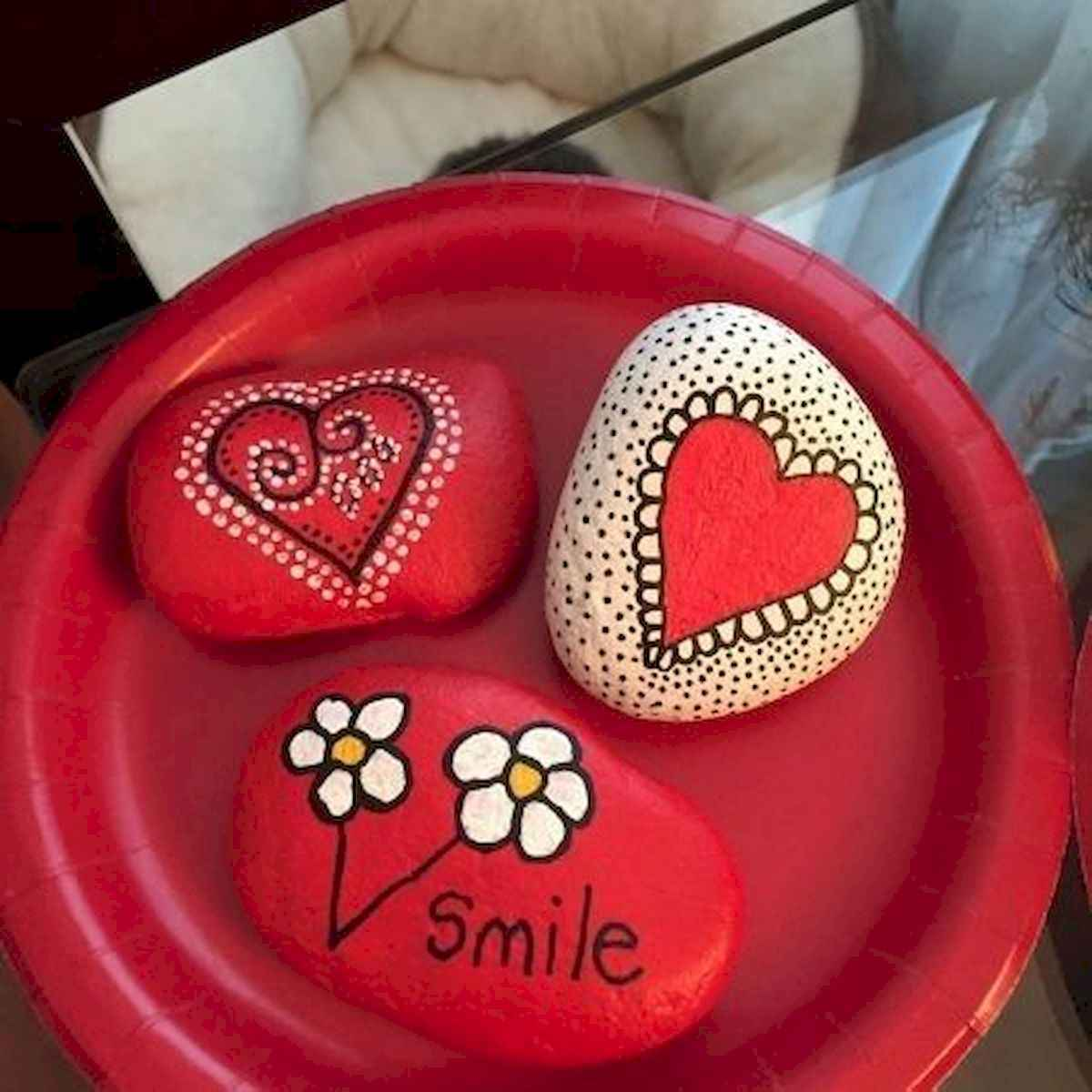 25 Gorgeous Painted Rocks Valentines Day Ideas (17)