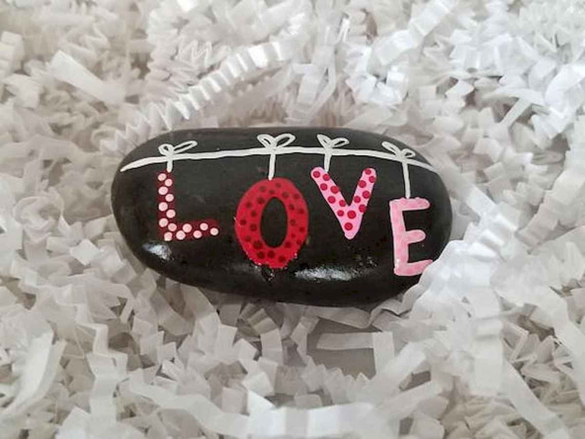 25 Gorgeous Painted Rocks Valentines Day Ideas (18)