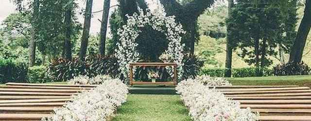 44 Stunning Backyard Wedding Decor Ideas On A Budget (32)