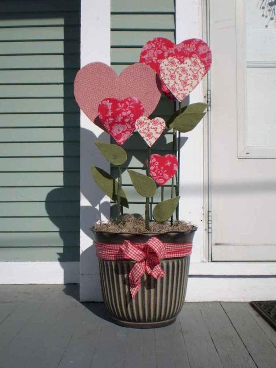 50 Romantic Valentines Day Decor Ideas (48)
