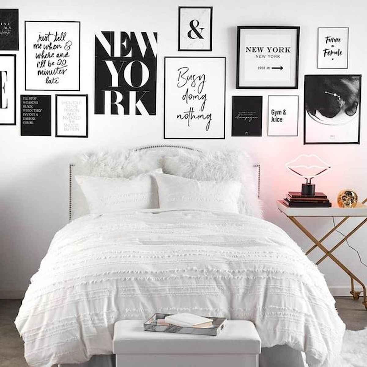 80 Fantastic Small Apartment Bedroom College Design Ideas and Decor (30)