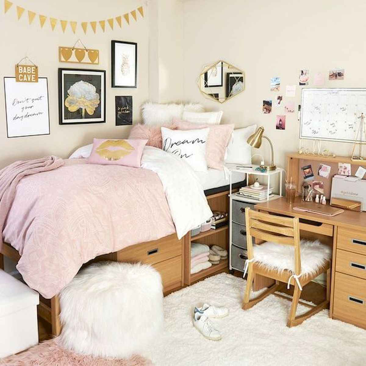 80 Fantastic Small Apartment Bedroom College Design Ideas and Decor (76)