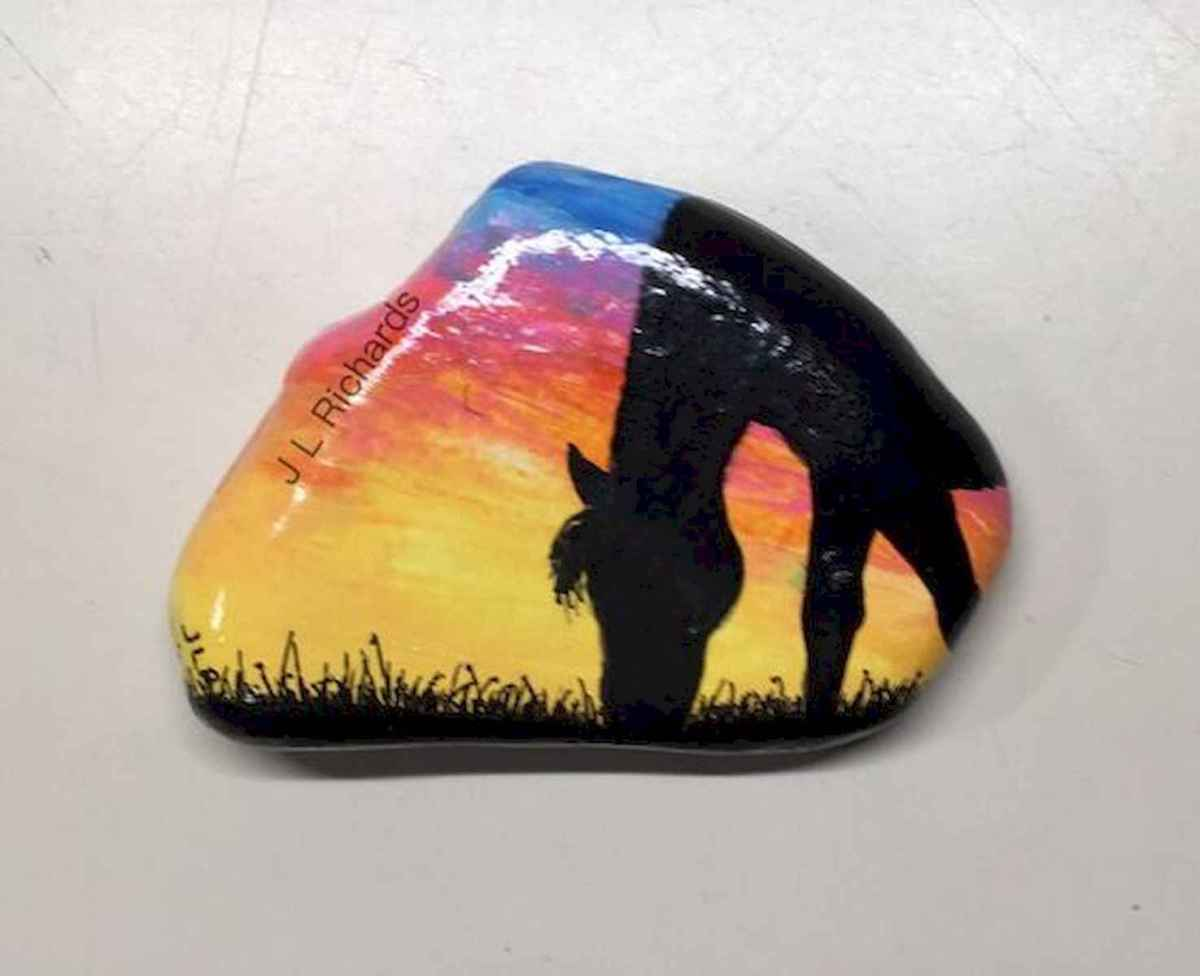 25 Suprising DIY Projects Painted Rocks Animals Horse for Summer Ideas (15)