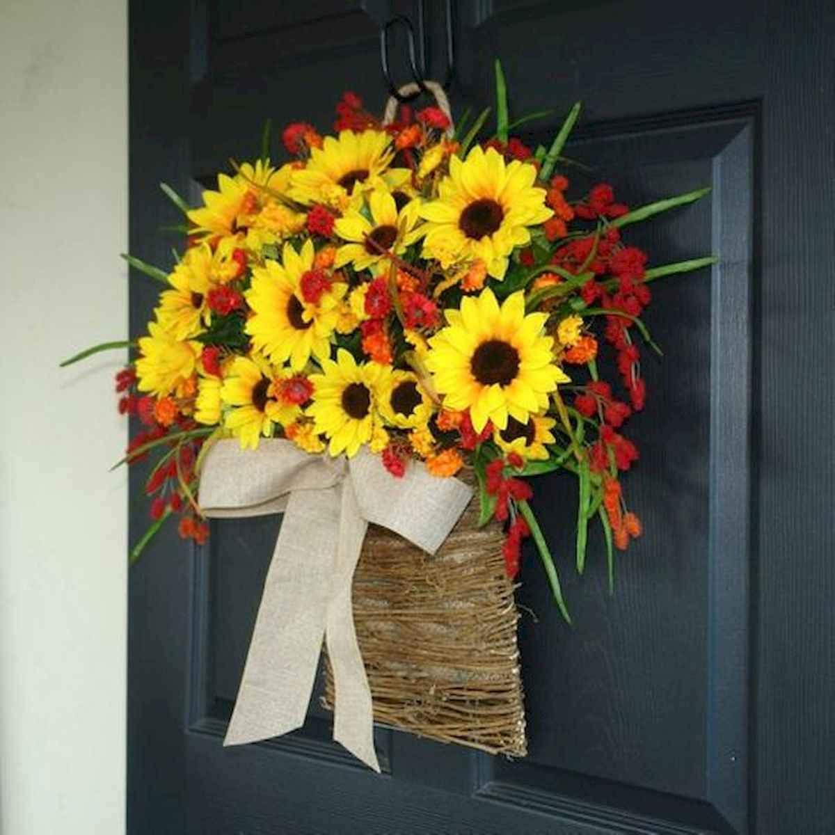 60 Beautiful Front Door Summer Wreath Decor Ideas (20)