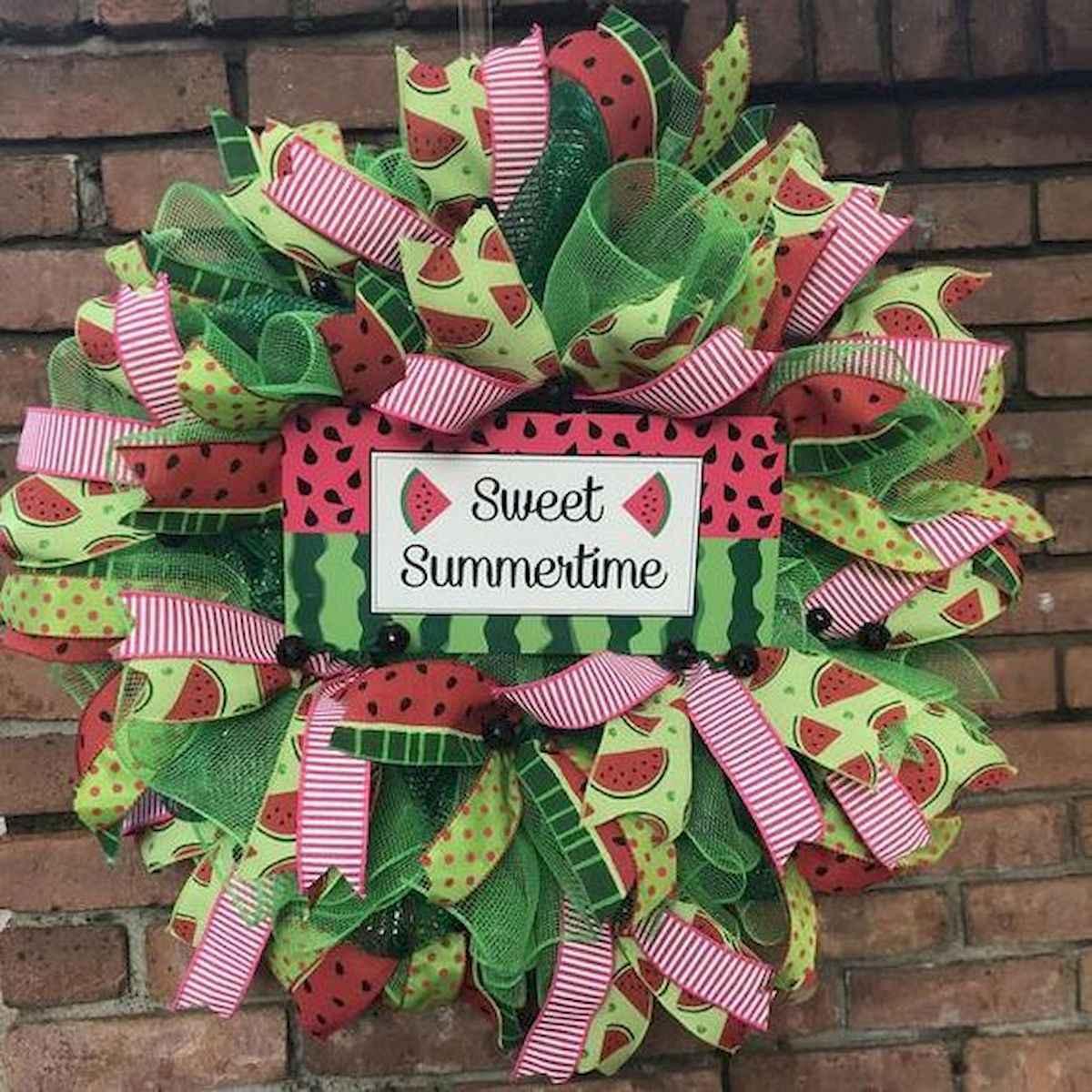60 Beautiful Front Door Summer Wreath Decor Ideas (25)