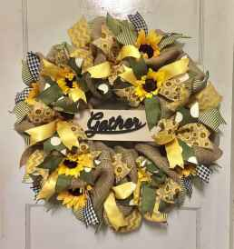 60 Beautiful Front Door Summer Wreath Decor Ideas (64)