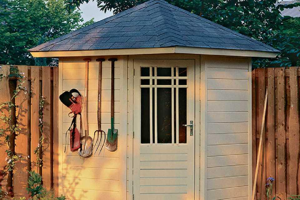 Lugarde-P51-summerhouse-logcabin-coastal-garden-buildings-Christchurch-Bournemouth- garden- buildings-sheds