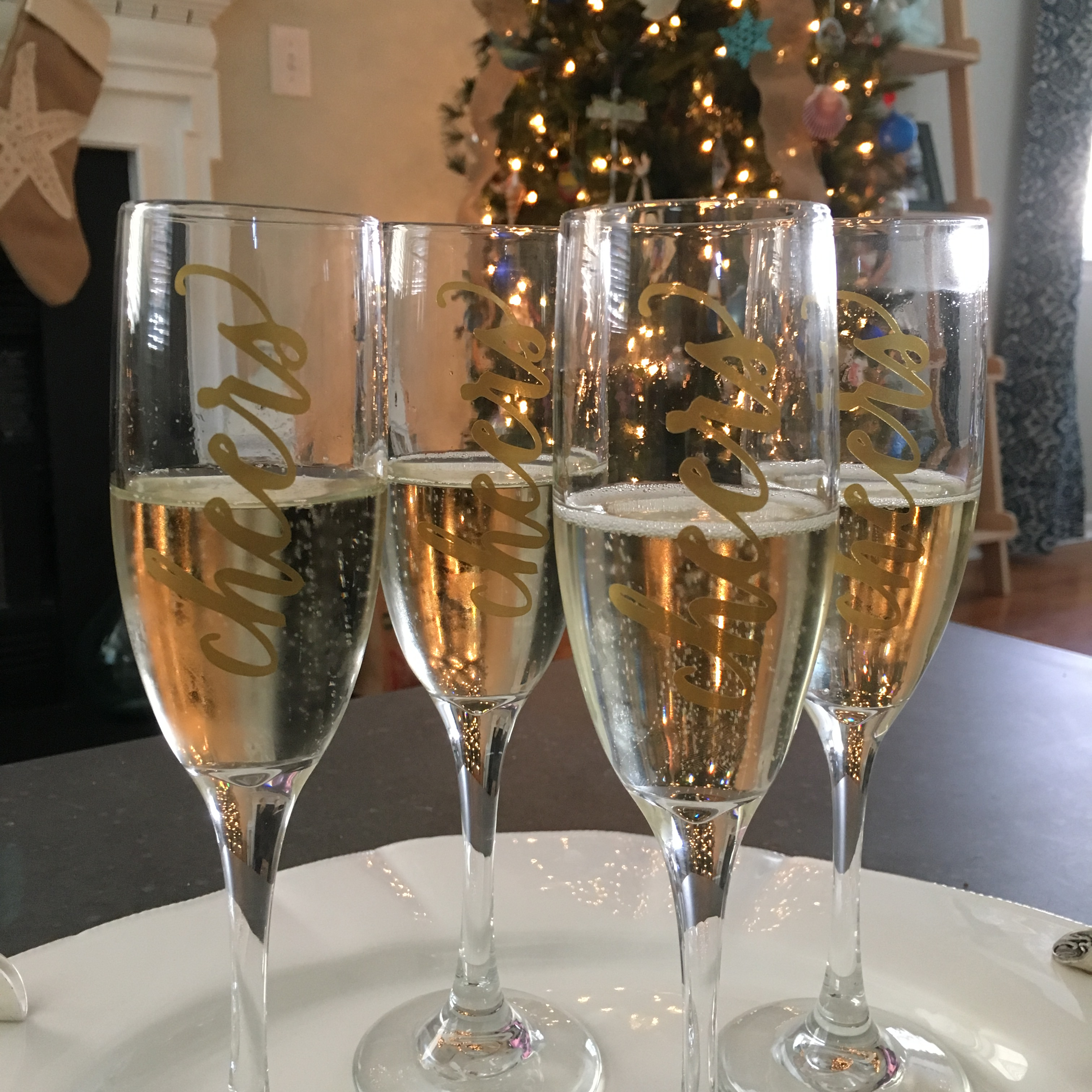 Diy cheers glasses for nye with cricut
