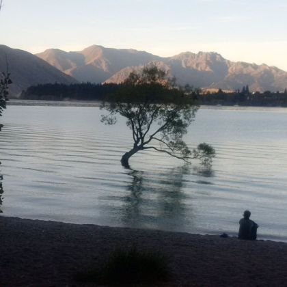 On the walk from the hotel along the lakefront to Wanaka