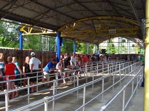 Queue line - Coasterpedia - The Roller Coaster Wiki