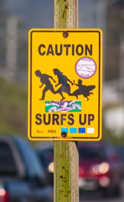 Pedestrian crossing sign at Surfers Beach in Half Moon Bay. Dawn Page / CoastsideSlacking