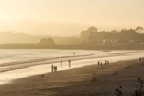 Beachgoers at Surfer's Beach near Half Moon Bay. Dawn Page / CoastsideSlacking