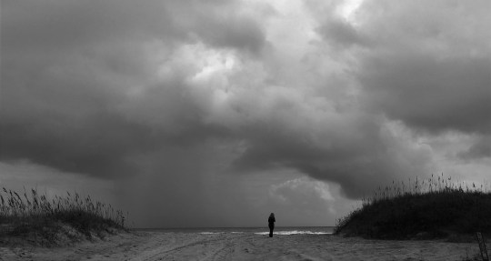 """""""The Geek"""" approaches the """"Graveyard of the Atlantic"""" on the dunes at Cape Hatteras National Seashore. Dan Page/CoastsideSlacking"""