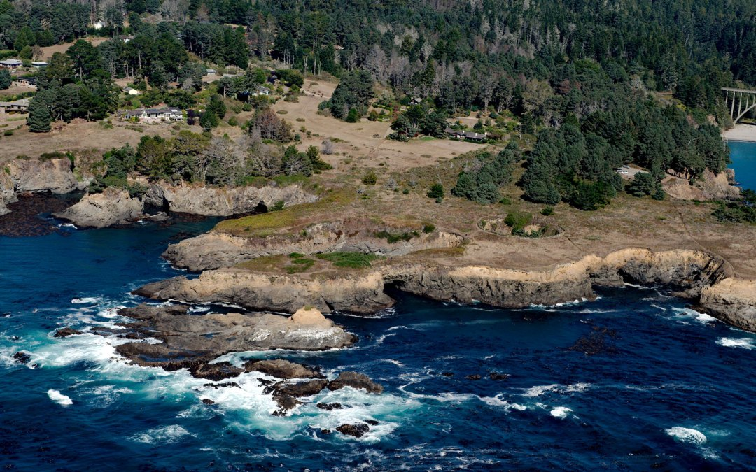 Devil's Punchbowl, Russian Gulch State Marine Conservation Area