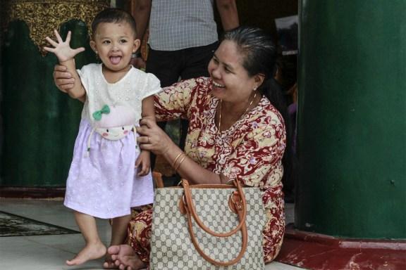 cobalt_state_myanmar_yangon_pagoda_shwedagon_kid