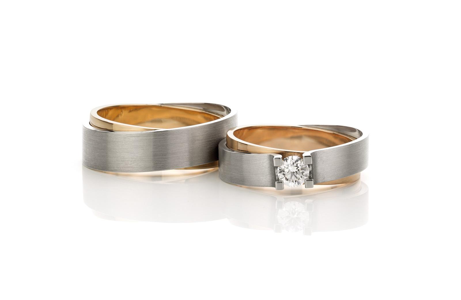 Wedding rings  Diagonal tiara bicolor gold with brilliant