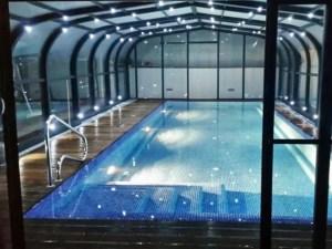 Llums led en la coberta de piscina