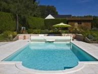 Cobertor de piscina con escalera romana