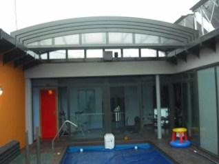 Piscina en ático con techo telescópico