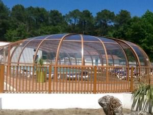 Cúpula de piscina en color madera