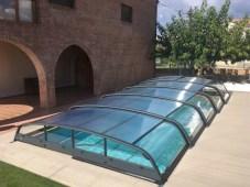 piscina agua caliente y limpia