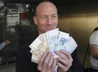28. Chipre abre sus bancos (Efe)