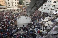 25. 300 muertos al derrumbarse una fábrica textil en Bangladesh