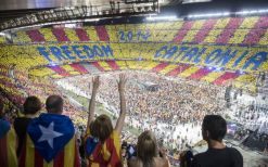 29. 90.000 personas cantan por la libertad (G. Battista)