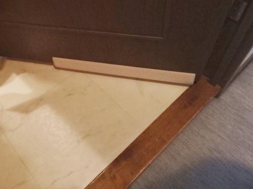 ドア 隙間風 ストッパー