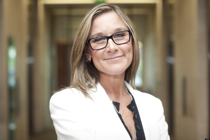 Photo of Qual o interesse da Apple em Angela Ahrendts?