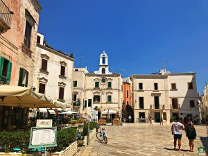 La piazza a Polignano