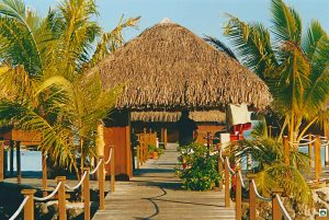 Hotel Royal Huahine dormire in una capanna polinesiana