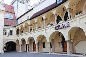 Cosa vedere a Bratislava Interno del Vecchio Municipio di Bratislava - Cocco on the road