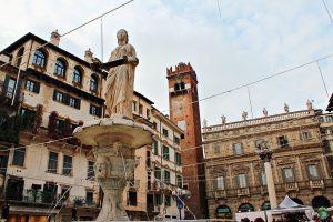 Piazza Erbe Verona in love - Cocco on the road