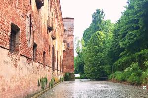 Castello di Padernello il fossato - Cocco on the road
