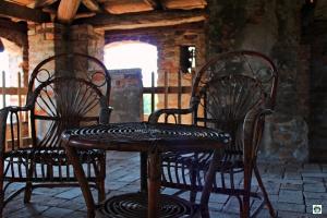 sedie e tavolo vimini castello di Padernello